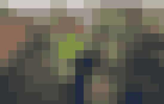 Alder: 57 år - født 17. december 1959Vægt: 83 kiloHøjde: 1.78 meterArbejde/uddannelse: Tankvognschauffør hos Arla og et deltidslandbrug med majsLandsdel: NordjyllandBopæl: Egen gård (nedlagt landbrug)Landbrug: Majs, men har tidligere arbejdet med kødkvægBørn: To piger på 23 og 26 årBrian beskriver sig selv som en stille og rolig fyr, der dog er venlig og snakkesalig. Han er ikke genert, nok snarere eftertænksom. Selvom Brian er 57 år, så føler han sig meget ung. Han rejser en del, nyder at køre ture i naturen på sin morotcykel og bruge masser af tid med sine venner. Sidste år var Brian igennem et kemoforløb, fordi hans stamceller i nyrerne skulle udskiftes. I dag er han fit for fight og har umiddelbart ikke nogle mén. Efter et ægteskab på 24 år blev Brian og hans ekskone skilt for fire år siden. Han tiltrækkes af en feminin, smilende og udadvendt kvinde, der har lyst til at være aktiv, og så skal hun være en humørbombe. Brian ser helst, at hans kommende kæreste er ikke-ryger, og så skal hun helst heller ikke have hund eller andre dyr.