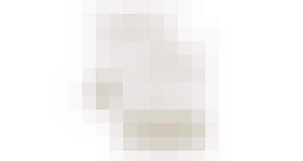Seasalt kurteFordelene ved grøn teDen grønne kurte Seasalt, som skulle modvirke både cellulitis og ophobning af affaldsstoffer og fedt i kroppen. Derudover er den udrensende og frisker huden op. Denne er anbefalet af magasinet Q, og kan købes HER (sponsoreret link)Her er fordelene ved grøn te:1. Grøn te kan fungere som slanke-te fordi det medfører et højere stofskifte, ifølge et studie gengivet i The American Journal of Clinical Nutrition. Heri konkluderede man, at stofskiftet blev øget med ca. 4%, sandsynligvis pga. det høje indhold af catechin polyfenoler.2. Grøn te begrænser fedtoptagelsen og hjælper med regulering af glukose i blodet. Dette forhindrer stigninger i blodsukkeret, og den efterfølgende optagelse af fedt.3. Forskere ved The University of Chicago har opdaget, at grøn te ser ud til at reducere appetitten, muligvis på grund af teens effekt på regulering af blodsukkeret.Hvis du er bekymret over mængden af koffein i grøn te, kan du i stedet vælge et ekstrakt af grøn te med de samme slankende egenskaber.Køb Seasalt te HER