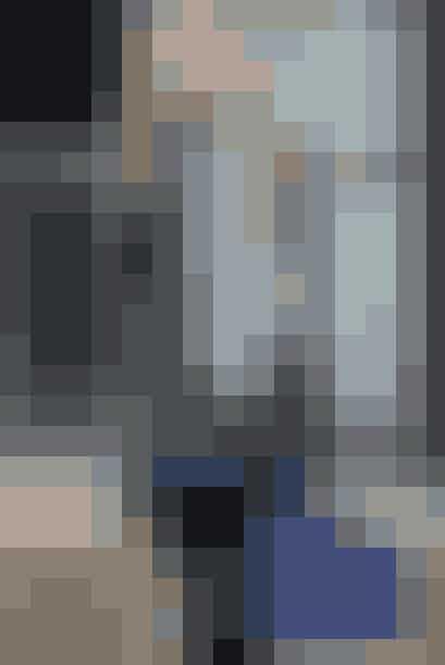 Blake Lively med en fin blå taske fra Yves Saint Laurent. Tasken koster 12000 kr.