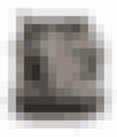 Rimelig sej, rund stoftaske i sort med hvidt aztekerprint. 179 kroner - fraH&M.