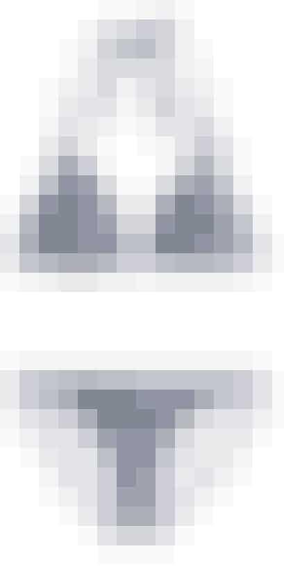 Blå og hvid trekantsbikini fra H&M til 80 kroner.Trusser fra H&M til 80 kroner.