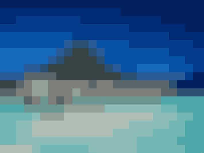9.Bora Bora … er lågsuuuus! Den lille ø midt i Stillehavet har masser er smukke laguner, hvide sandstrande og fortryllende koralrev. Slå dig ned i paradis og lad tiden flyve forbi. Vi er specielt vilde med de hyggelige træhytter, der ligger midt ude i vandet – vi gad godt!