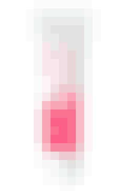 """Der er vel ikke noget finere end søde, lyserøde kinder. Rimmels """"Stay blushed"""" giver dig cute kinder på 'no time' – og makeuppen bliver på plads hele dagen. Flydende blush fra Rimmel til 69,95 kroner"""