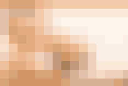 """Der findes rigtig meget information om sex på internettet, og det er som udgangspunkt en god ting. Men du skal også passe på med, hvilke sider du tror på – for der står også rigtig meget, der ikke er sandt. Hold dig til sider som netdoktor.dk, sexogsamfund.dkog sexlinien.dk for at være helt sikker på, at oplysningerne er rigtige. Og så kan du selvfølgelig også kigge med på viunge.dk's """"Side Sex"""" og i vores """"Under dynen""""-sider i magasinerne, hvor vi skriver en masse om sex, følelser og kroppen. Du kan uden tvivl få svar på dine spørgsmål, lige meget hvad du søger, når du går på nettet – eller når du læser Vi Unge, hi hi."""