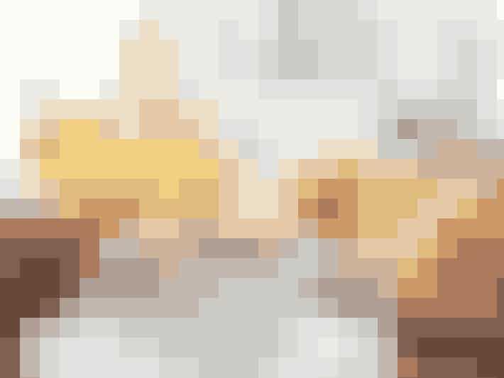 Dig og din flirt kan godt nyde forårets tidlige solstråler, mens I stadig er indenfor i varmen! Kog æg, rist noget brød og pres juice fra friske appelsiner. Smid så nogle puder og tæpper op i vinduskarmen (eller bare ved vinduet, hvis den er for lille til at sidde i.) Det er altså super hyggeligt!