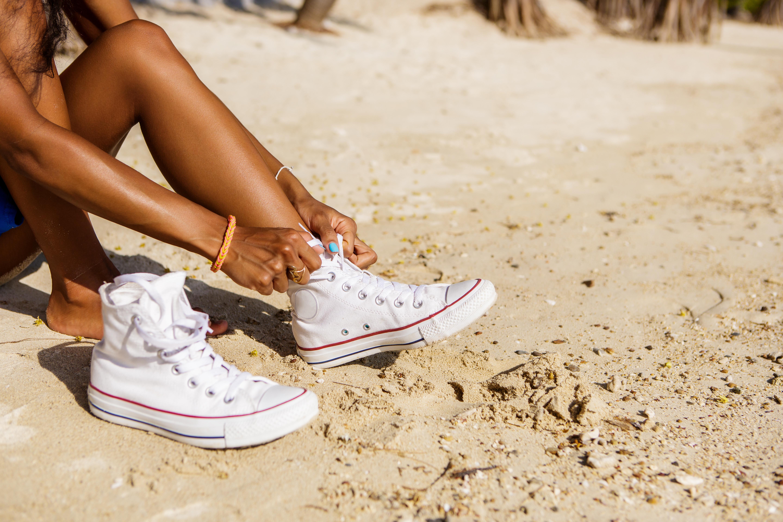 Rengøring af hvide sneakers. Sådan holder du dem hvide