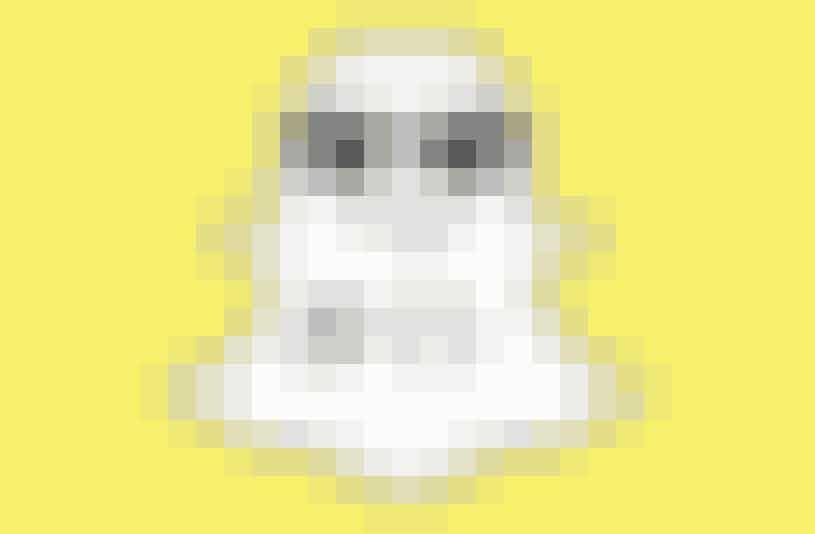 Snapchat har indrømmet, at de ikke kan garantere, at dine billeder bliver slettet med det samme. De gemmes nemlig midlertidigt på en server, som skal slette dem hurtigt igen, men her kan de i princippet blive stjålet af hackere inden.
