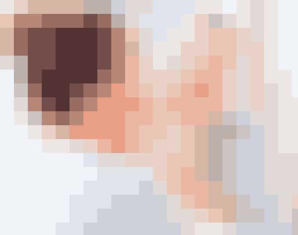 Når du har påført selvbruneren, så kør et stykke fugtigt vat eller en lille klud rundt langs hårgrænsen og rundt om næsen for at undgå grimme overgange i ansigtet.