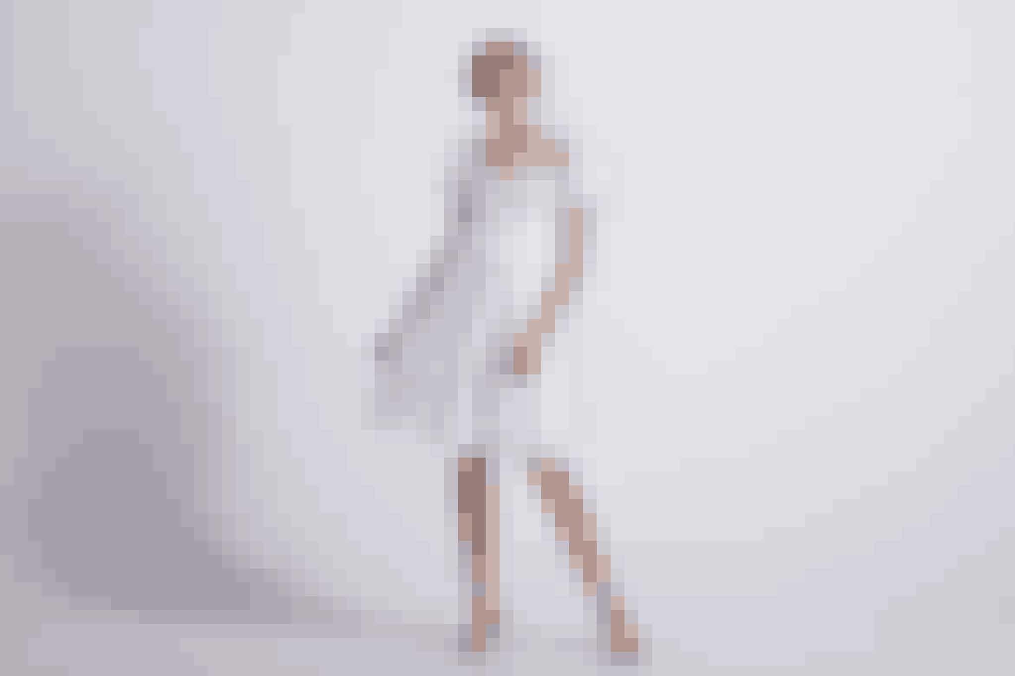 Livlig, energisk og en charmetroldDu er en rigtig charmetrold fyldt med energi! Derfor er en kjole, der både er sød og afslappet, helt perfekt til dig med et par fine høje hæle til. Find den hos Lilly.dk til 2.499 kroner lige her.
