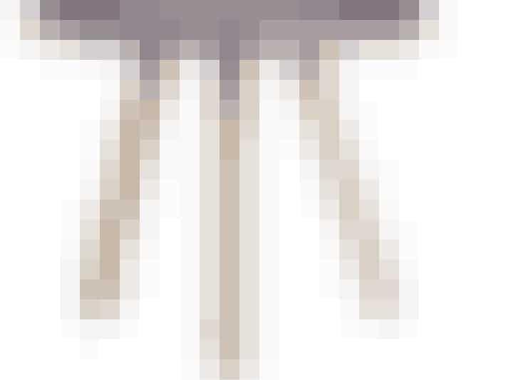 Normann Copenhagen Tablo bord i varm grå (40 procent rabat). Find det her.
