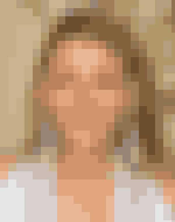 """Serena van der Woodsen - Blake Lively Blake er i dag gift med den hotte skuespiller Ryan Reynolds, som du sikkert kender fra den romantiske komedie """"The Proposal"""". Den 16. december 2014 blev parret forældre til datteren James Reynolds, og hun er gravid med parrets andet barn! Efter serien sluttede, startede Blake livstilshjemmesiden """"Preserve"""", som hun dog lukkede igen efter kun ét år. """"Gossip Girl""""-stjernen har flere film på tegnebrættet i år, og Blake er blandt andet på rollelisten i Woody Allen-filmen """"Café Society"""", thrilleren """"All I See Is You"""" og filmen """"The Shallows""""."""