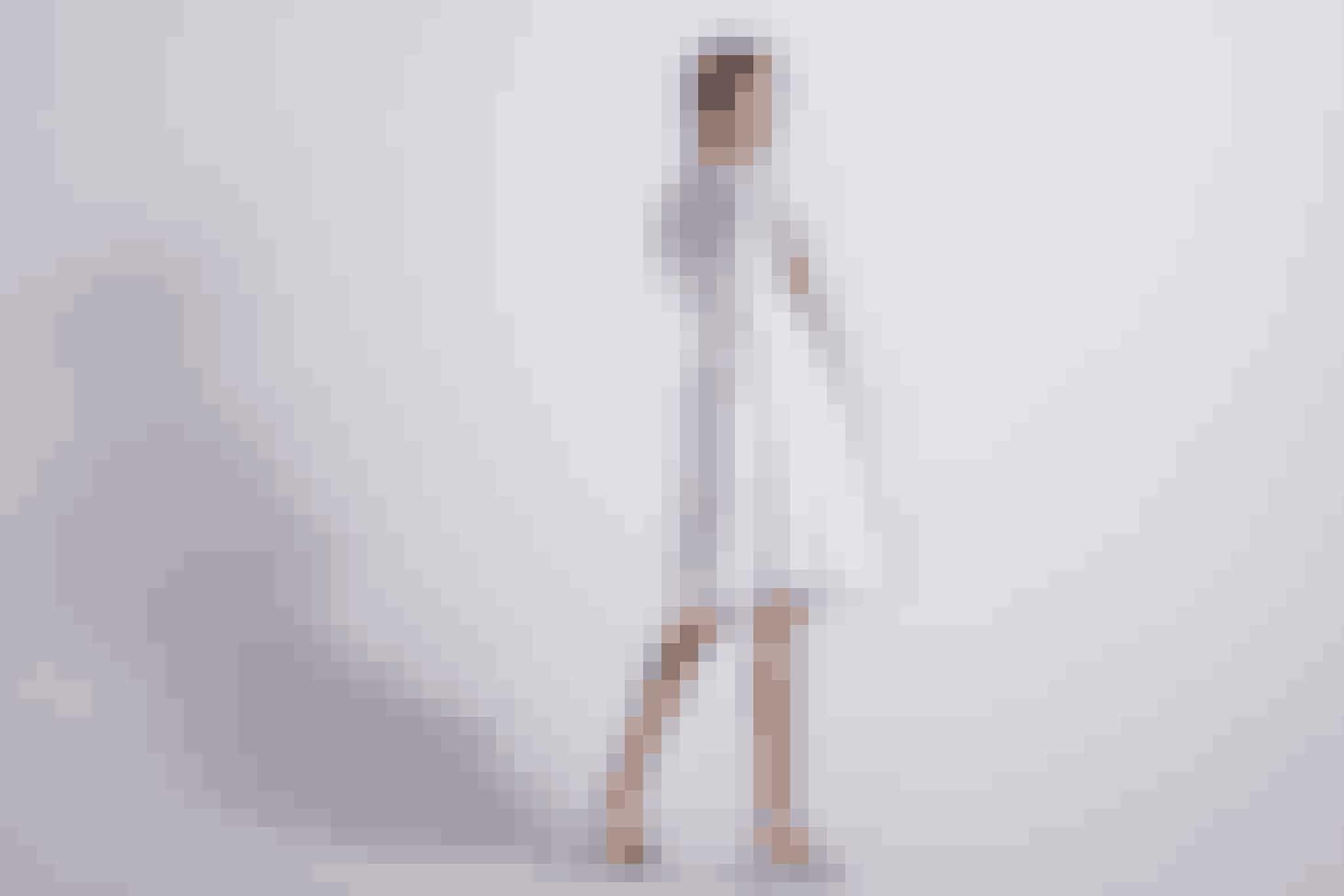 Kreativ, følsom og betænksomDu er kreativ og betænksom, og derfor er en anderledes og særlig kjole meddetaljeret udskæringer og flæser helt perfekt til dig.Find den hos Lilly.dk til 2.199 kroner lige her.