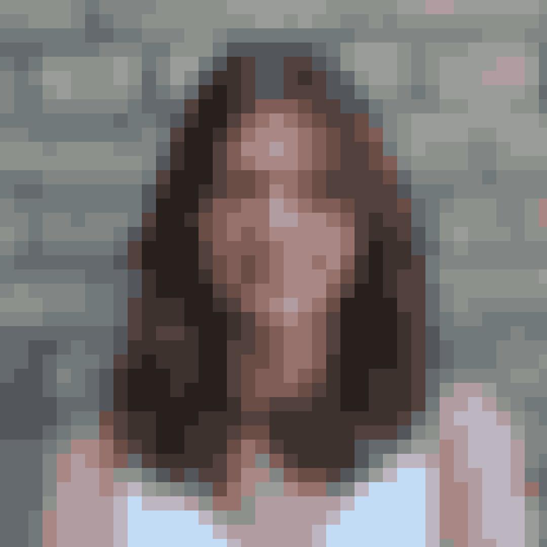 """Navn:Ida Mia Appel HansenRolle i """"Første gang"""": ClaraClara er også en af Sofies veninder, men de konkurrerer ret meget om Sebastians opmærksomhed, og det skaber splid mellem de to piger. Clara vil bruge alle kneb for at få sin vilje, og hun har det med at være lidt dramatisk."""