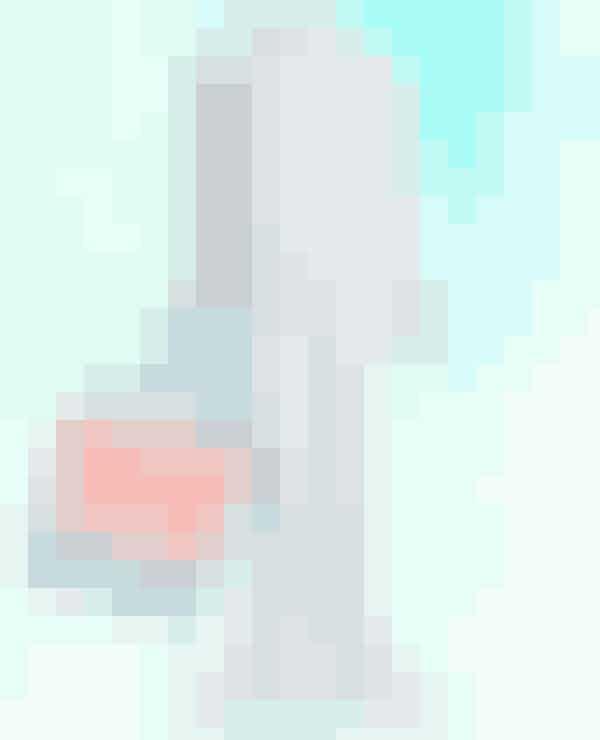 Halskæde fra Pieces til 129,95 kroner HERSkjorte fra Pieces til 229,95 kroner HERJeans fra Pieces til 259,95 kroner HERRygsæk fra Vans til 375 kroner HERStøvler fra Nelly til 379 kroner HER