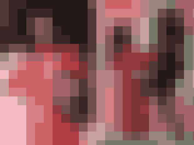 Jared Leto bar sit eget hovedHvem andre end skuespilleren Jared Leto kunne finde på, at tage sit eget hoved med til Met Gala?Skuespilleren havde til Met Gala 2019 hentet inspiration fra Gucci, der nogle sæsoner forinden havde sendt modeller ud på catwalken med deres egne afskårne hoveder.Jared Leto genskabte det iøjenfaldne øjeblik, da han, med sit eget hoved i hånden, gik op ad trappen iført en rød silkekjole fra Gucci med skulderpuder samt en juvelindfattet bodychain.