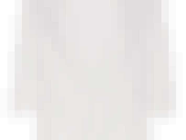 En blazerjakke er SÅ fin til din konfirmation. Tag den på over en enkel top eller måske en buksedragt?