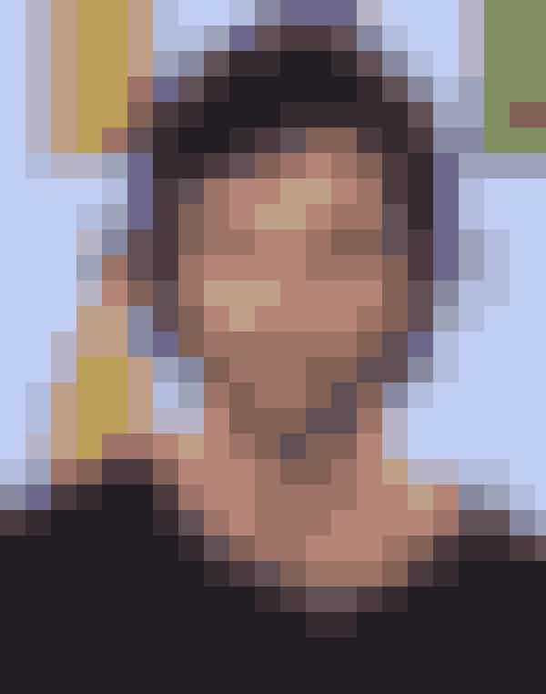 """Dan Humphrey – Penn BadgleyEfter at """"Gossip Girl"""" sluttede, har Penn medvirket i et par film, men han har dog mest været fokuseret på musikken og bandet """"MOTHXR"""". Deres debutalbum """"Centerfold"""" kom på gaden den 26. februar i år. Stjernen er heldigvis tilbage på det store, hvide lærred i år i Adam Greens film """"Aladdin"""", hvor Penn spiller prinsen af Monaco. Så er der noget at glæde sig til!"""