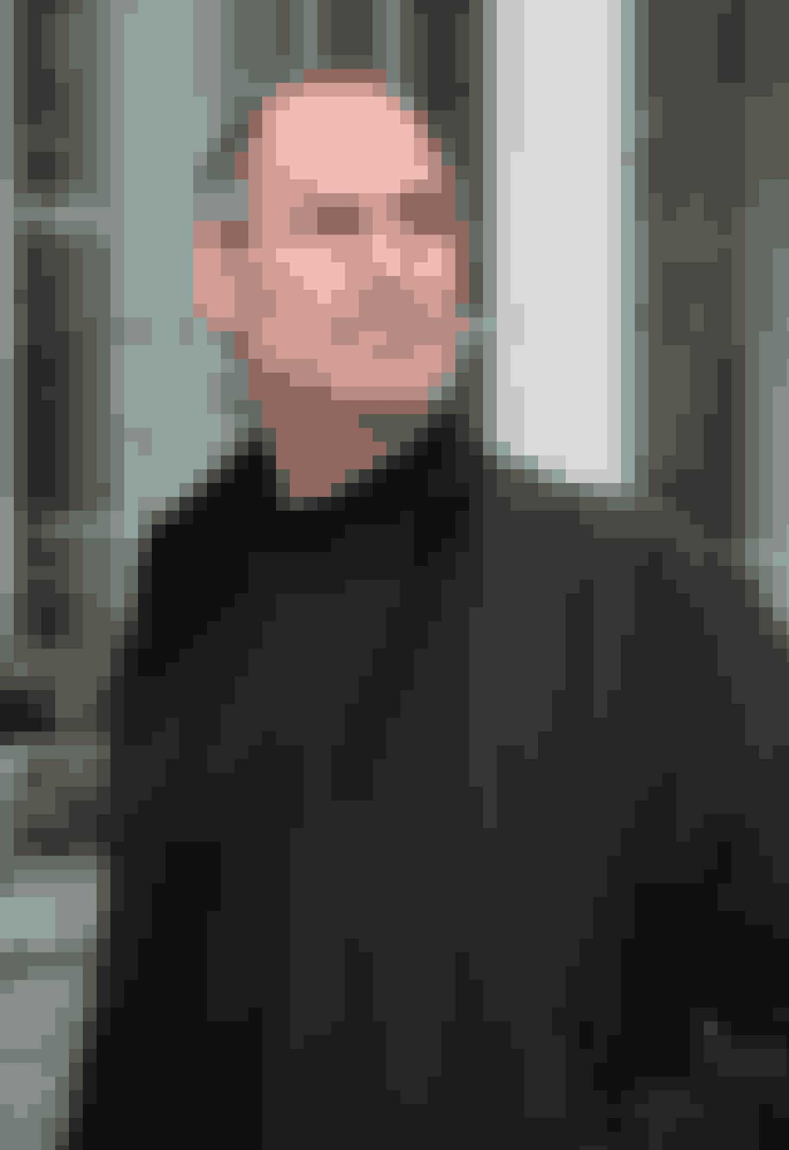 Steve JobsSteve Jobs, som vi alle kender fra Apple, blev bortadopteret kort tid efter fødslen. Steve Jobs fik derfor både sit for- og efternavn af sine adoptivforældre Clara og Paul Jobs, som han voksede op hos i Californien. Som 27-årig opdagede Steve, at hans biologiske forældre, kort tid efter hans adoption, blev gift og fik endnu et barn, som parret selv opfostrede. Mon ikke det har været lidt hårdt at finde ud af?