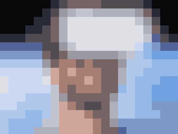 Gadget - virtual reality-briller (319 kr.)Det her er med garanti noget, som alle i familien gerne vil prøve, hvis din bror er så heldig at få et sæt virtual reality-briller af dig i julegave. Brillerne virker sådan, at man skal downloade en app, der passer til, og så skal man sætte sin mobil i brillerne - tag brillerne på og vupti, så er det som om, du er i en anden verden. Dyk ned i havet, prøv en fed rutsjebane eller noget andet sjovt.